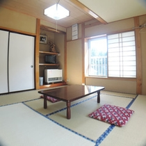 *【部屋/8畳】四季折々の自然の変化を楽しみながら、心地よい時間をお過ごしいただけます。