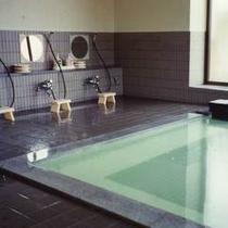 *【浴場】源泉100%かけ流し!24時間入浴可能ですので、ごゆっくりと純粋な良泉をご体感下さい。