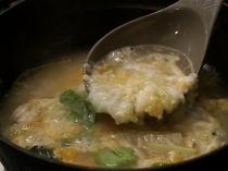 〆はフグのうま味がたっぷり詰まった雑炊です。