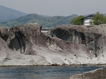 奇岩と当館