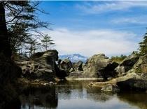 「かご岩」の奇岩風景