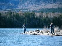 ぬかびら湖での釣り。