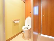 【本館・共同トイレ】本館客室はトイレが付いていないため、共同トイレをご利用くださいませ。