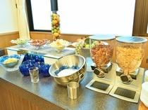 【朝食ビュッフェ】シリアルや種類豊富なフルーツもお召し上がりいただけます。