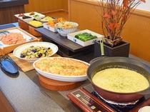 【朝食ビュッフェ】洋食や和食など、種類豊富なメニューでお楽しみください。