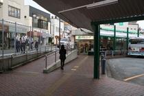 【道順】京急ストアの右脇をお進みください