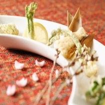旬の食材をご提供 揚げ物(山菜)