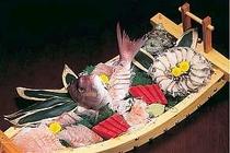 舟盛はアワビ入り、舟盛プランがお得(別注もOK)