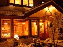 雪、夜、外観
