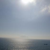 お部屋からの朝の海