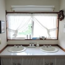 *館内/洗面所は共同でご利用いただきます。