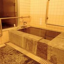 *【貸切風呂】バリアフリータイプなので、ご年配の方も安心してご利用いただけますよ。