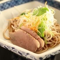 ■【懐石料理一品】人気の蕎麦サラダ