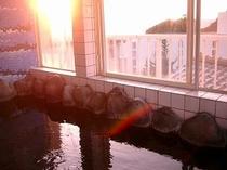 貸切展望岩風呂から眺める朝陽