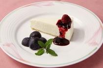 手作りレアチーズケーキと季節の果物