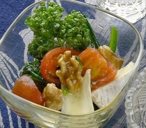 夕食イメージ ある日の前菜 フロマージュとウォルナッツのハニーソース添え