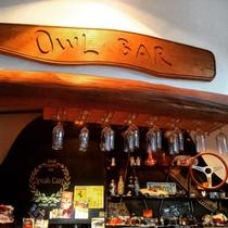 お酒が美味しくなる無垢の檜のバーカウンター