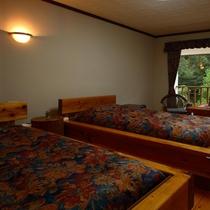 2階洋室ギムレット/セミスイート(パウダールーム、猫足バス・トイレ別)