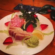 夕食イメージ ある日のお魚盛り合わせ キンメ、ツナのロースト ワカモーレソースなどと