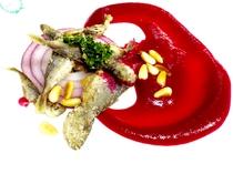 夕食イメージ ある日の前菜 小魚のフリット パルミジャーノレッジャーノ ビーツソース