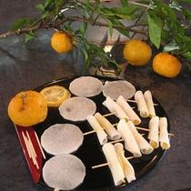 【柚子と柚子巻き】季節の素材を利用した一品です。※お料理は一例です。