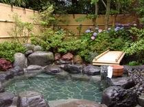 あじさいの咲く露天風呂