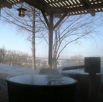 露天風呂の壺湯<冬は雪見露天♪>