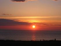 入道崎に沈む夕陽は感動的です。お車で20分くら