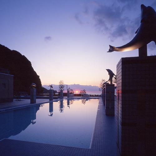 夕景が美しいプール