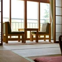 【和室】ゆったりとした12畳の和室。広縁から北湯沢の自然を見ながらのんびり。