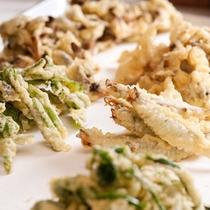 【夕食バイキング・揚げたての天ぷら】アツアツ、サクサクの揚げたてをどうぞ