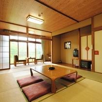 【和室】北湯沢の自然が窓に広がる和室は12畳、ゆったりとお寛ぎいただけます。