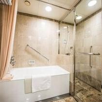 *シャワーブース付きバスルーム*