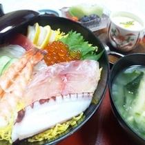 夕食付きプランB一例 (海鮮ちらし丼定食)