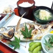 夕食付きプランA一例 (焼き魚定食)