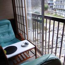 客室の一例 摺上川に面しています