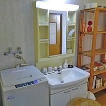 *【部屋】和室16畳*A/B/客室内には、洗濯機、洗面台などが完備されています。