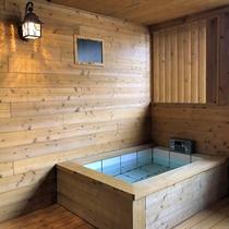 露天風呂付客室(檜風呂)