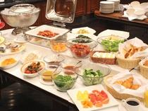 朝食は中華粥と洋食中心のビュッフェ形式です♪