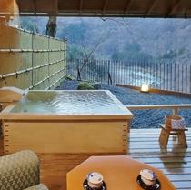 露天風呂付客室(和室)の広縁と眺望