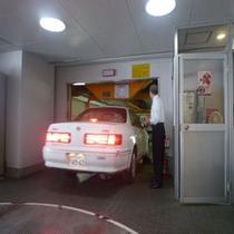 【立体駐車場】向かいのHOTEL MIWAにてご案内。丁寧にご誘導しますので、運転初心者でも安心