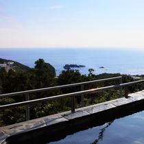 ■太平洋を一望!天然ラドン温泉の露天風呂