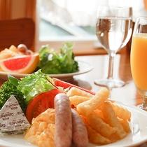 *[朝食一例]清々しい朝は美味しい朝食から。しっかり食べて元気にお過ごしください。