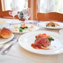 *[夕食一例]クチコミでお客様から評価が高い、シェフ特製の本格コース料理。