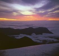 雲海の朝焼け