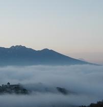 雲海浮遊 ホテルと世界遺産 富士山