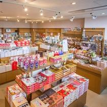 信州のお土産をはじめスナック菓子や飲物も豊富なショップ