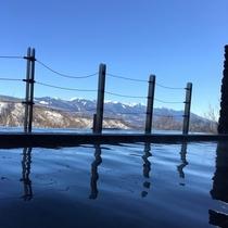 冬の露天風呂から望む絶景