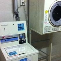 コインランドリー…洗濯1回300円/乾燥30分100円