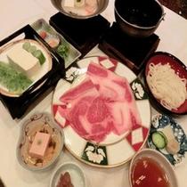 ■牛すき焼きの夕食水沢うどん付